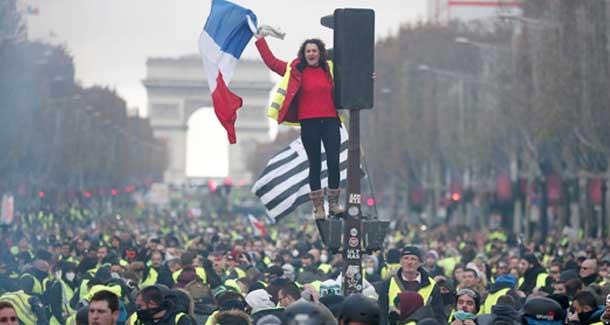 За массовыми протестами во Франции стоит фигура скандального олигарха   RussiaPost.su