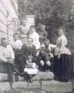 Family_of_L._Tolstoy-241x300.jpg
