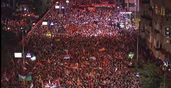 В Македонии в поддержку власти вышли 100 тысяч человек